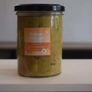 Erbsensuppe mit Gemüse und Sauerkraut