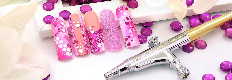 Airbrush Nägel für Valentinstag in rosa und pink mit Herzchen