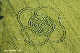 Fox Ground Down 03, Nr Blandford Forum. May 30th. Formation consisting of a ring dissected into four quadrants by two lines crossing the centre depicting a Celtic Cross. Four overlapping semicircles dissect the ring on the outside. Barley. c.180ft diameter 55 M. Image © Lucy Pringle