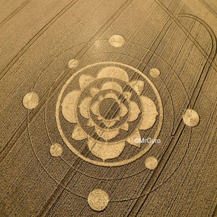 Lotus-based design with three concentric rings of leaves, surrounded by two concentric rings each with four 'planets'.