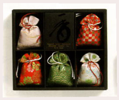 【楽天市場】匂い袋を贈り物にどうぞ「匂い袋ギフト 誰が袖 極品5個入」【お盆】 【お彼岸】【贈答 ...