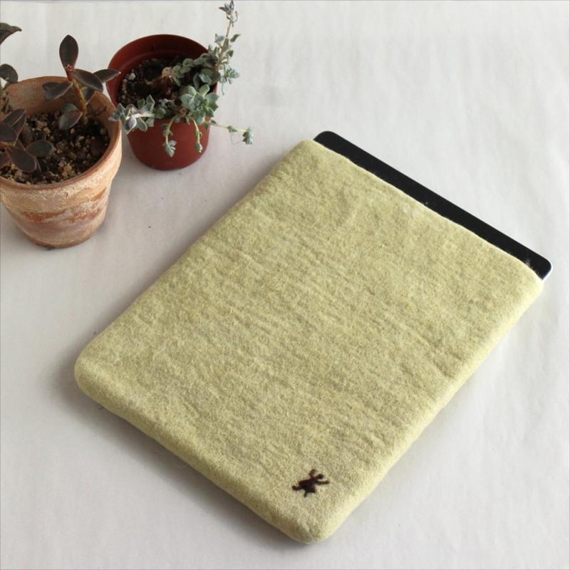 【楽天市場】キルギスのフェルト・タブレットケース・Mサイズ Kyrgyzstan Felt Tablet caseグ...