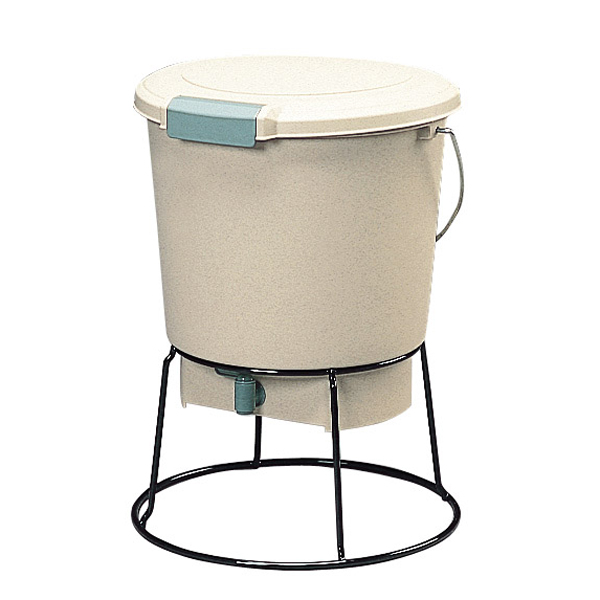 kitchen compost container rubbermaid storage containers kurashikenkou 厨房垃圾发酵器em 18 有机肥料 密闭容器 堆肥的建设 是让使用em菌 有效的微生物 的不高兴发酵 厨房垃圾一时发酵的密闭容器 因为把土和1次发酵之后的厨房垃圾混合起来 次要发酵 所以变成有机肥料
