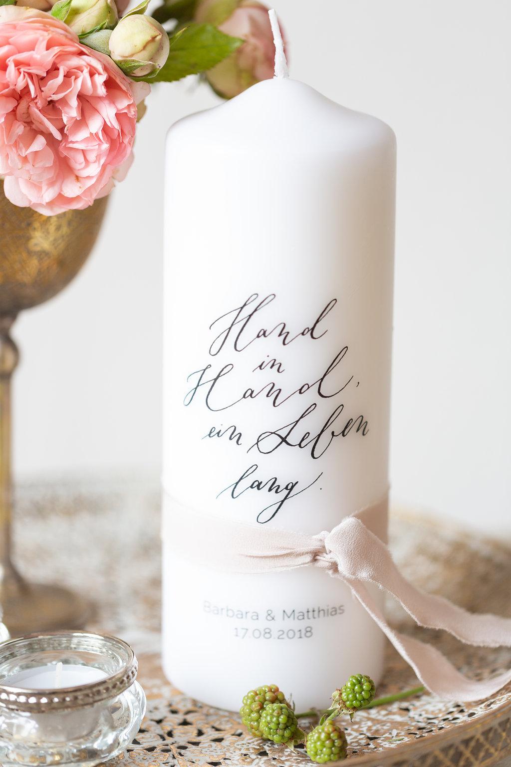 personalisierte Hochzeitskerze und Traukerze Hand in Hand