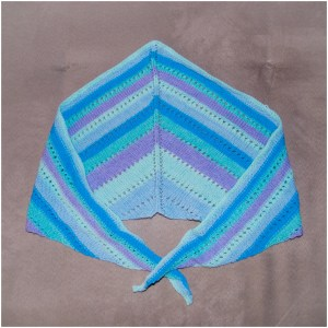 Strickschal blau gestreift