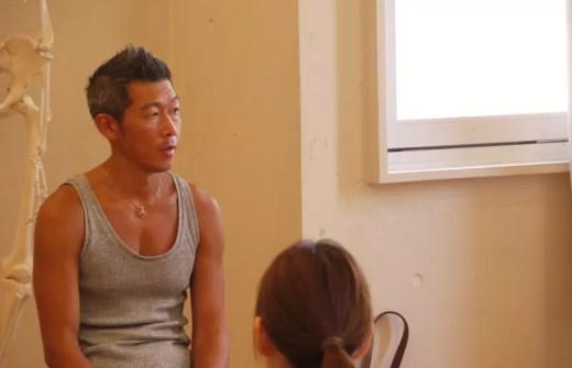 中島正明先生がRYT200で、アジャストメントについてお話している風景