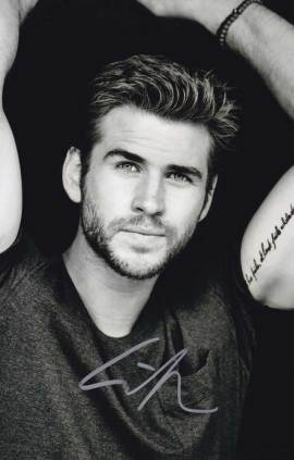 Liam Hemsworth in-person autographed photo