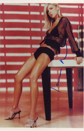 Tara Reid in-person autographed photo