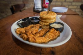 chicken-and-waffles-from-nobull-country-club