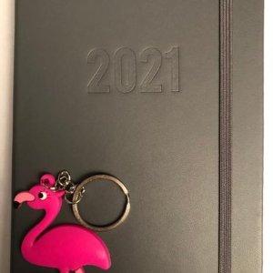 agenda zwart luxe 2021 - 17.5 cm hoog - 12.5 cm lang inclusief flamingo sleutelhanger