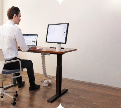 PrimeCables® Cab-ET101-BK-G3 is one of the best options for standup desk that will boost your productivity whilst improving the workplace confort and your health. It is perfect for offices, schools, home and most working environments.
