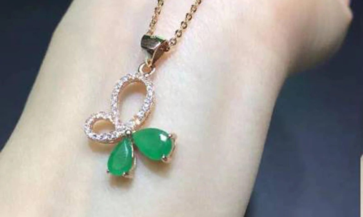 Sale Qi Xuan_Fashion Jewelry_Colombian Green Stone Bowknot Necklaces_Rose Gold Color Pendant Necklaces_Factory Directly Sales