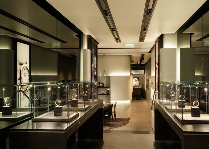 L'espace est savamment construit comme une promenade à travers les créations de la maison Glashütte Original.