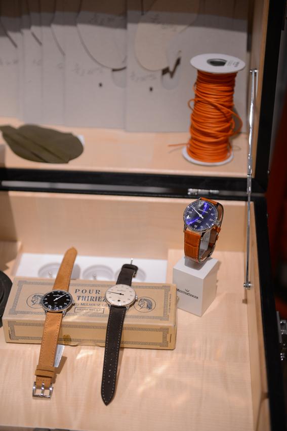 Chez Mayaro, les montres MeisterSinger sont mises en scène aux côtés d'objets insolites.