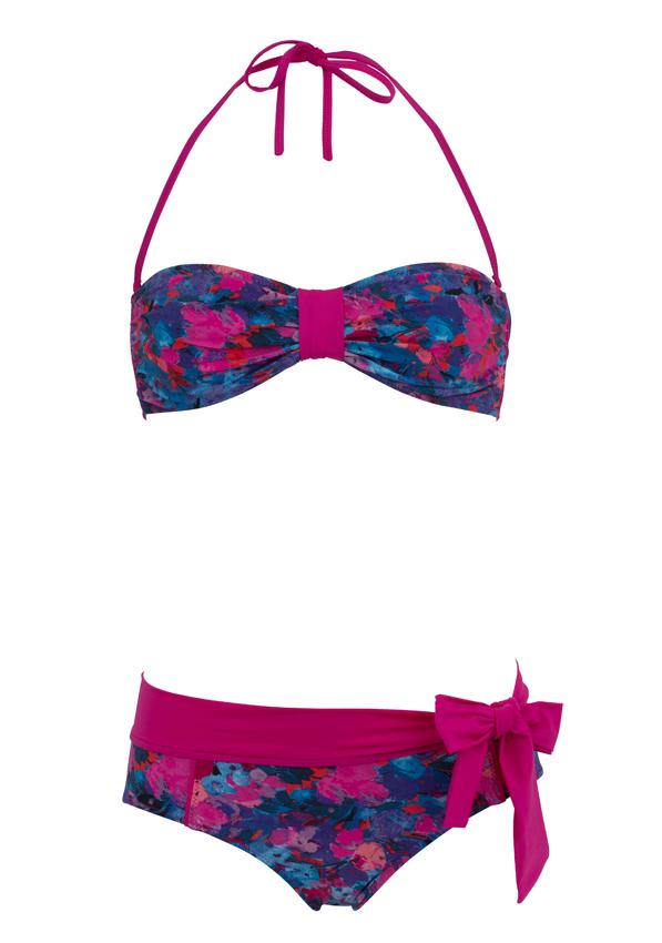 MAUD & MARJORIE. Osez la couleur avec ce deux-pièces imprimés floraux rose fuchsia bleu en lycra, modèle Suzanne, culotte avec ceinture nœud (65 €) et bandeau (85 €).