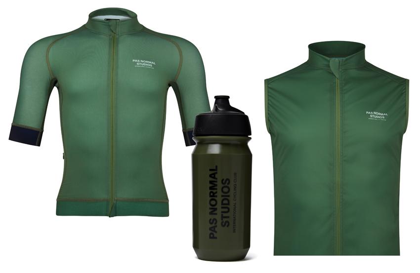 Pas Normal Studios, la marque de Copenhague développe une collection technique pour cyclistes amateurs de confort et de performance.