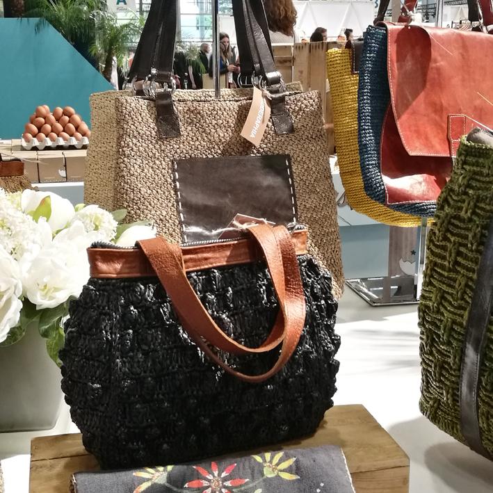 Les sacs cabas et sacs à main MODERAPHIA entièrement réalisés à la main à Madagascar.