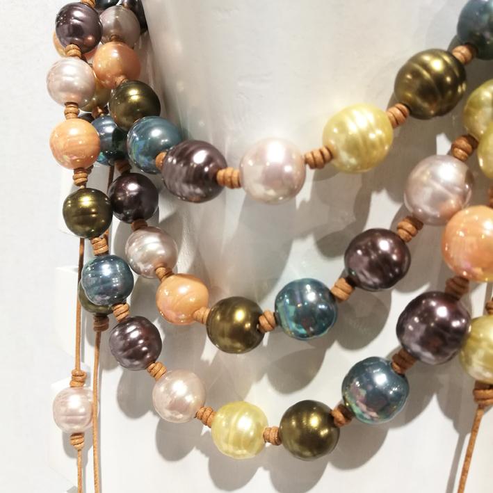 Pearl of Mu, www.pearlsofmu.com, sautoir en perles de Majorque.
