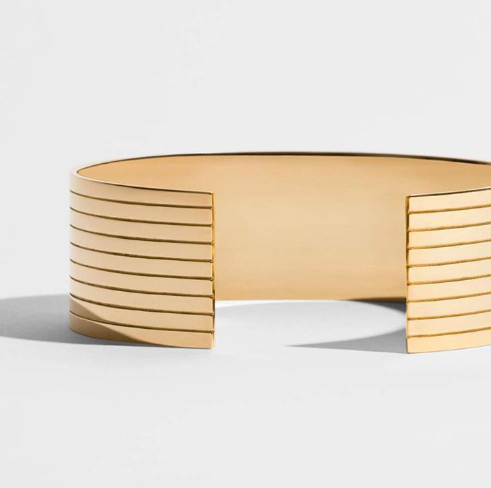 JEM, bracelet manchette en or jaune 18 carats. Collection Sillons.