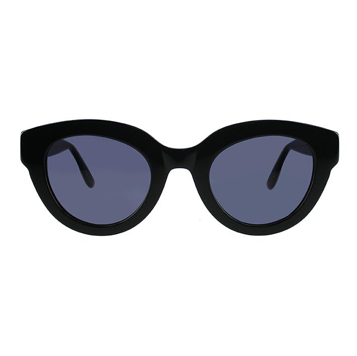 EMMANUELLE KHANH. Très féminine, solaire réf. EK 6565 est une monture au style ultra féminin et vintage avec sa forme papillon. Les verres plats accentuent la silhouette oversize.