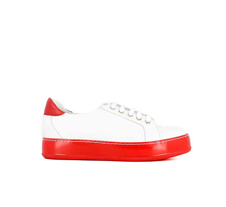 JONAK, nouvelle collection, basket blanche MATT, semelle épaisse rouge. 95 €