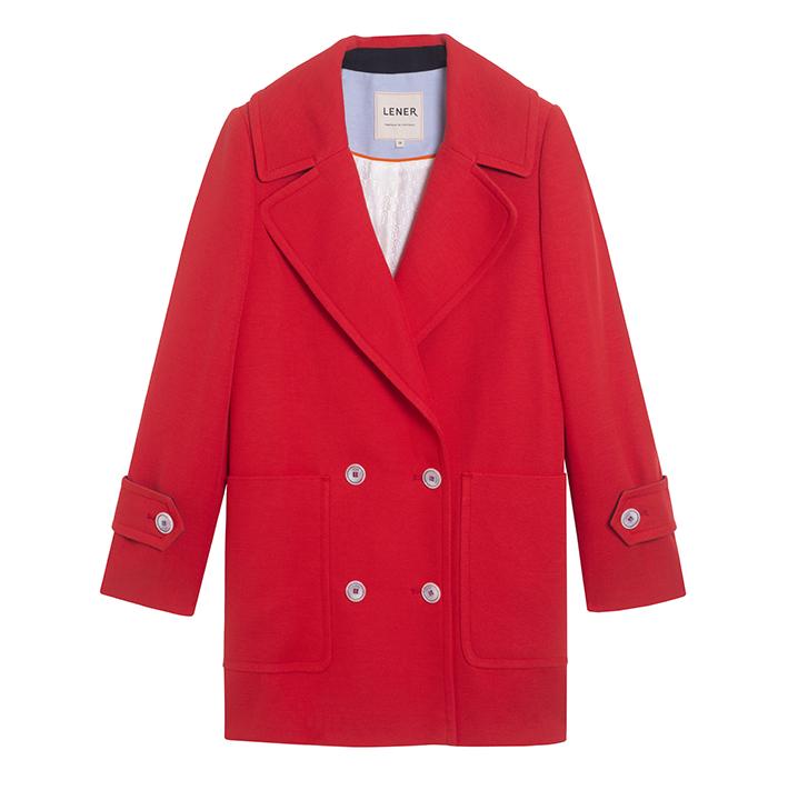 Lener nous chouchoute avec un caban d'été rouge vif en coton à la coupe légèrement oversize. 350 €