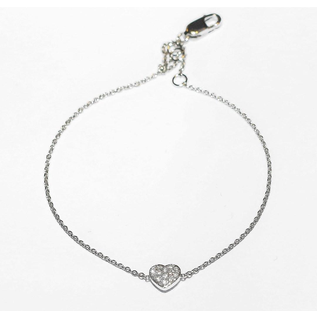 Lassaussois Joaillerie. Bracelet en or blanc ou rose paré d'un cœur de diamant. 530 €