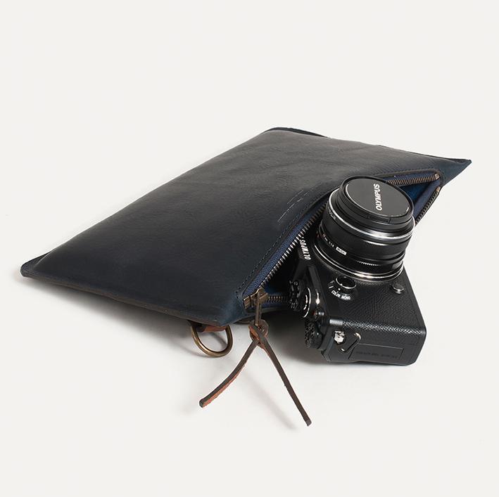 PRADES, la pochette pour PEN-F avec zoom électronique ou objectif M.Zuiko. 175 €