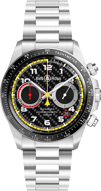 La BR V2-94 R.S.18 est disponible sur un bracelet en veau micro perforé avec un effet de fibre de carbone et une doublure jaune ou un bracelet en acier poli satiné.
