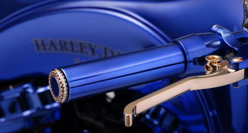 Evénement : Harley-Davidson Blue Edition ou la mécanique de l'art s'expose chez Bucherer Paris