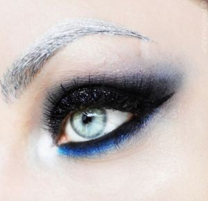 A Surprisingly Natural Looking Metallic Silver Brow by TwigMakeup