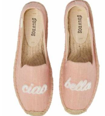 Shopping Girls Who Wear Flat Shoes Outpace The Competition