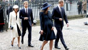 Kate too gets the proportions right. Note the way that hats balance the overall look on both women. Summer is a great time to get into hats.