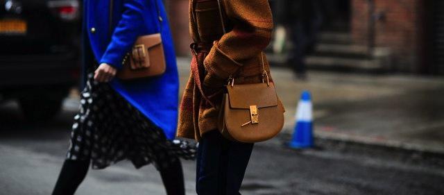 9200b17d0252 В самой простой версии, без кисточек и заклепок сумку можно носить не  только с одеждой в стиле бохо, но и как базовую.
