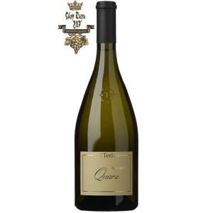 Quarz Sauvignon Blanc khi nhìn sẽ thấy có màu vàng rơm rực rỡ. Chai vang này hấp dẫn một cách kỳ lạ khi ở trong ly. Mang hương nồng nàn từ xoài, đu đủ, chanh và những trái mọng.
