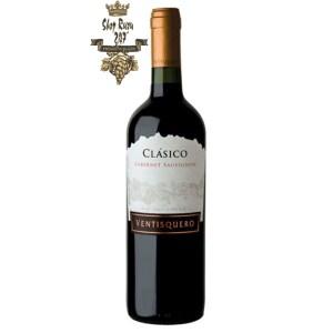 Rượu Vang Chile Ventisquero Classico đỏ khi nhìn sẽ thấy có màu đỏ hồng đậm. Rượu mang hương thơm tuyệt vời nổi bật