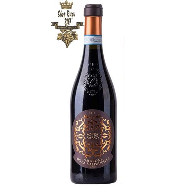 Vang Ý Soprasasso Amarone della Valpolicella khi nhìn sẽ thấy có màu ruby anh đào. Rượu mang hương thơm
