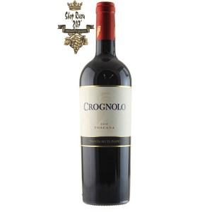 Rượu Vang Ý Crognolo khi nhìn sẽ thấy có màu đỏ ruby đậm. Rượu mang hương vị của trái cây, vị cay và quả anh đào