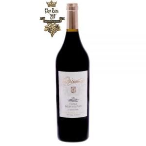Rượu Vang Pháp Đỏ Optimum 1.5L khi nhìn sẽ thấy có màu tím rất sâu. Rượu mang hương thơm phức tạp của khói, nho đen, hạt đậu khấu