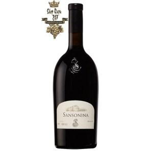 Rượu Vang Ý Đỏ Sansonina Merlot khi nhìn sẽ thấy có màu đỏ anh đào đậm sâu. Rượu mang hương thơm nồng nàn lan tỏa