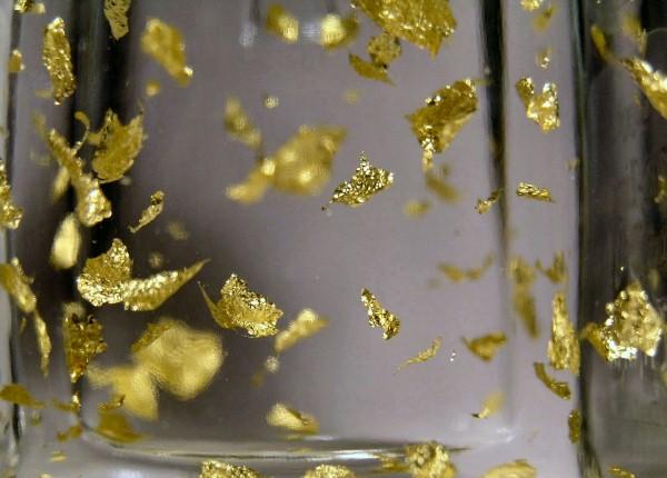 rượu vang trộn vàng