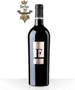 Rượu Vang Ý F Negroamaro, màu tím rất đầy đủ và sâu sắc, phong phú và phức hợp về hương thơm với các ghi chú tannin khá mềm, xốp và cho ra hương vị vani, mùi mận chín
