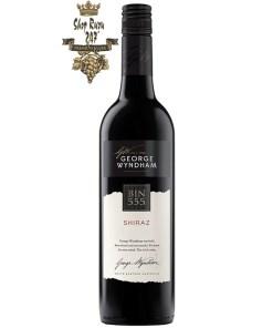 Bin 555 Shiraz là loại vang nổi tiếng của Úc. Rất được ưa chuộng trên thế giới. Không chỉ vì màu sắc rượu mà còn mùi vị ngon êm dịu sẽ lưu lại khoảnh khắc này.