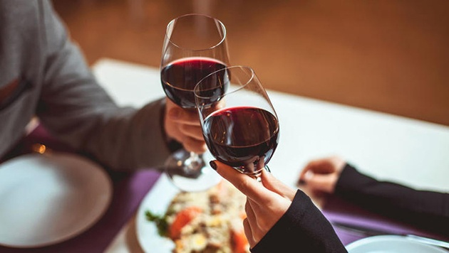 12 lợi ích tuyet vời khi uống rượu vang mỗi ngày