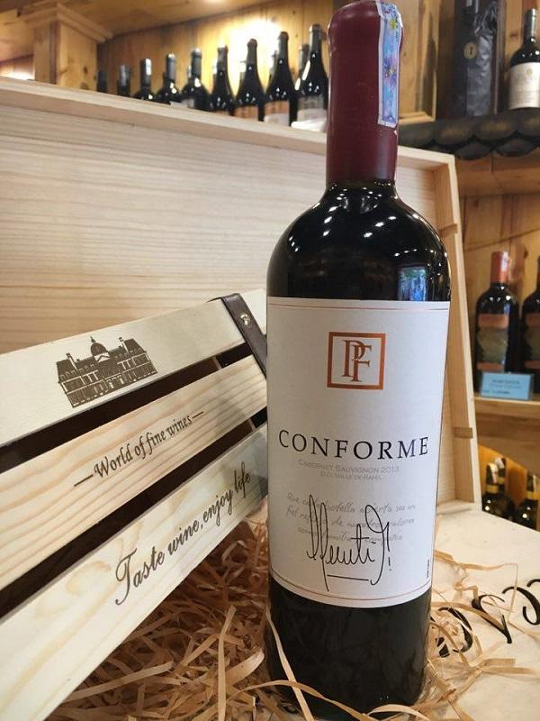 Rượu được ngâm trong thùng gỗ sồi Pháp và Mỹ trong 14 tháng, sau đó tiếp tục trong chai 8 tháng trước khi xuất bán