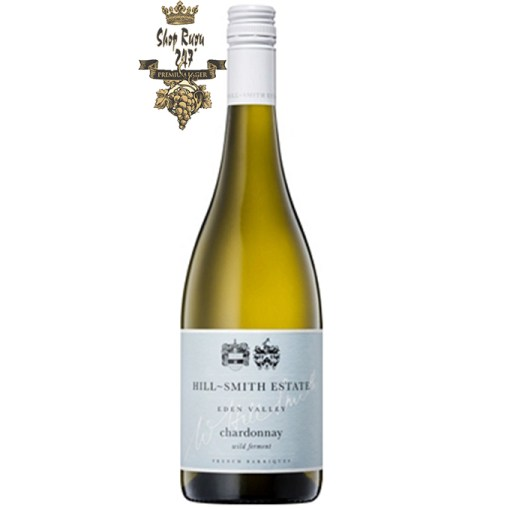 Hill Smith Estate Chardonnay đầu tiên, bạn sẽ cảm nhận được cái ngọt ngào vừa non nớt lại vừa mãnh liệt như chính nụ hôn đầu.