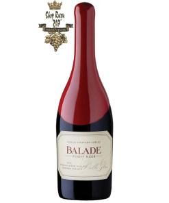 Balade Pinot Noir Belle Glos có màu đỏ ngọc thạch đậm. Hương thơm ấn tượng của quả nho đen, anh đào đen hòa quyện cùng hương thơm của mận đen, việt quất xanh cùng một chút hương vị cay.