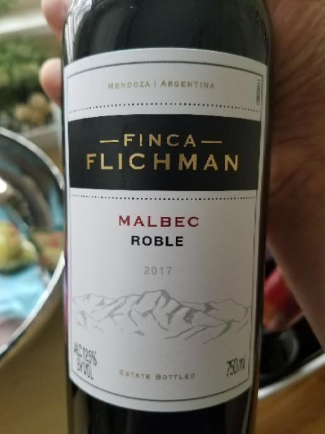 Vang Chile Argentina Roble Malbec Finca Flichman có mầu đỏ đậm sâu. Hương thơm của các loại trái cây mầu đỏ như anh đào