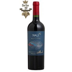 Rượu Vang Chile Yali Reserva Cabernet Sauvignon có mầu đỏ hồng đậm. Hương thơm mãnh liệt của các loại trái cây mầu đỏ và đen như quả mọng