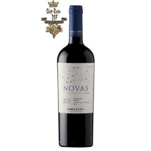 Rượu Vang Chile Đỏ Novas Gran Reserva Garnacha Syrah có mầu ruby đỏ. Hương thơm phức tạp của mâm xôi, hoa hồng
